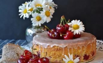 Домашний пирог с вишнями. Рецепт на скорую руку к чаю