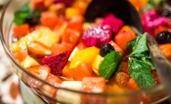 Салат из тропических фруктов. Три быстрых рецепта