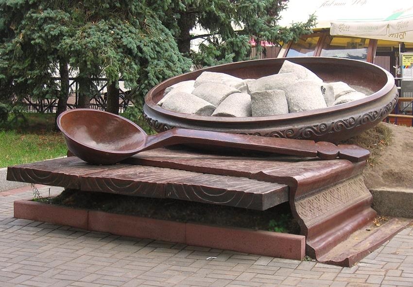 Пам'ятник галушці фото опис