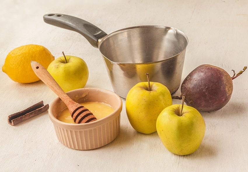 Напиток из свеклы, яблок, лимона и меда фото описание